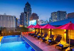 โรงแรมโซโล สุขุมวิท 2 กรุงเทพ - กรุงเทพฯ - สระว่ายน้ำ