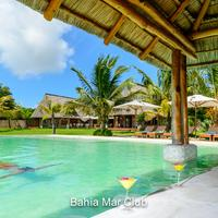 Bahia Mar Boutique Hotel Pool bar overlooking Bazaruto islands