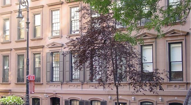 1871 House - New York - Building