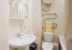 Geser - อูลาน อูเด - ห้องน้ำ