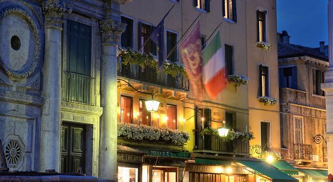 Hotel Concordia - Venice - Building