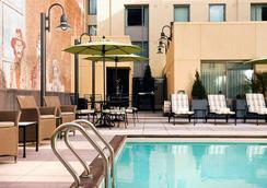 Residence Inn by Marriott San Diego Downtown Gaslamp Quarter - ซานดีเอโก - สระว่ายน้ำ