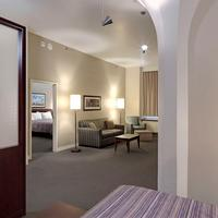 Le Square Phillips Hotel And Suites Family Suite