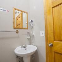 Bowery Grand Hotel Bathroom
