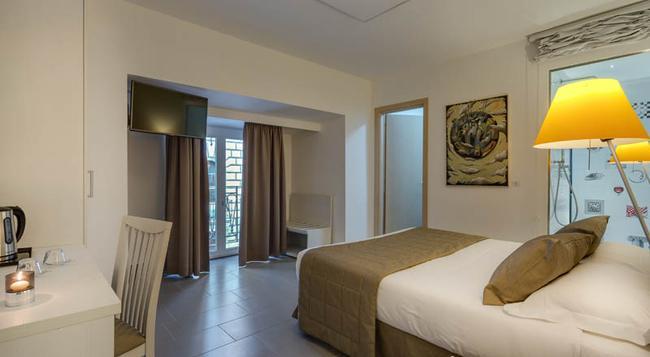 Trevi Palace Hotel - Rome - Bedroom