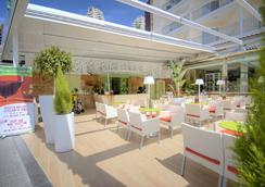 Hotel Servigroup Calypso - เบนิดอร์ - บาร์