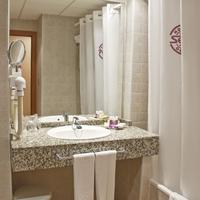 Hotel Servigroup Marina Playa Bathroom