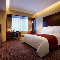 Renaissance Shanghai Zhongshan Park Hotel Guest room