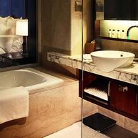 Renaissance Shanghai Zhongshan Park Hotel Bathroom