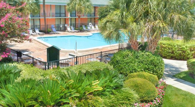 Best Western Charleston Inn - Charleston - Pool