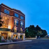 Harbourview Inn Hotel Entrance