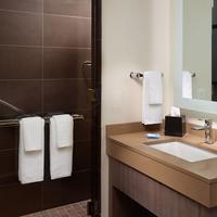 Hyatt House Atlanta Downtown Bathroom