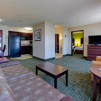 Country Inn & Suites Cedar Rapids North, IA Guest room