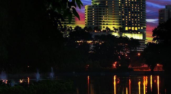 Hilton Kuala Lumpur - Kuala Lumpur - Building