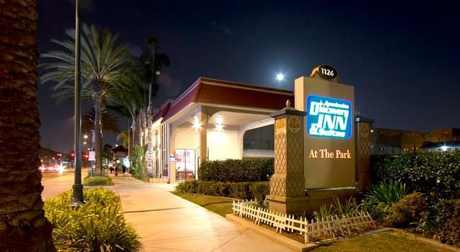 Anaheim Discovery Inn & Suites - Anaheim - Building