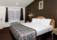 Anaheim Discovery Inn & Suites - อนาไฮม์ - ห้องนอน