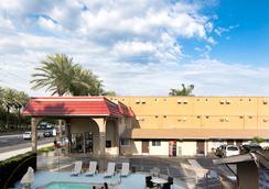 Anaheim Discovery Inn & Suites - อนาไฮม์ - วิวภายนอก