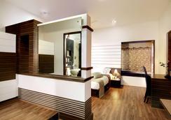 Serenity Inn La Serene - ไฮเดอราบรัด - ห้องนอน