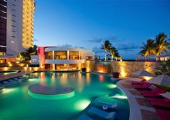 Krystal Grand Punta Cancun - แคนคูน - สระว่ายน้ำ