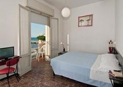 Hotel Napoleon - ริคชิโอเน - ห้องนอน
