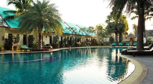 The Green Beach Resort - Sam Roi Yot - Pool