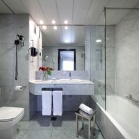 Hotel Via Castellana Bathroom