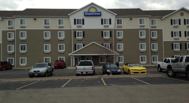 Days Inn & Suites Rochester South - Rochester - Building