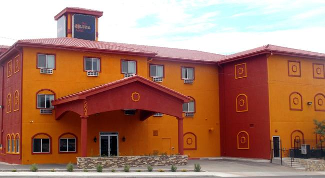 The Soluna Hotel - El Paso - Building