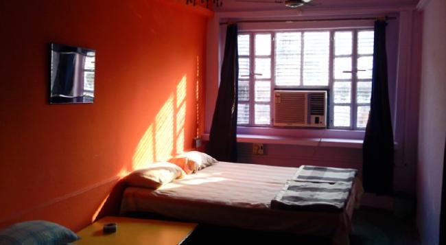 Golden Lodge - Varanasi - Bedroom