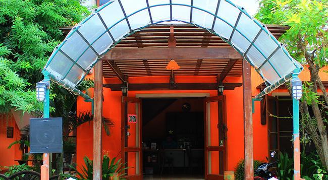 Rungaran De Challet - Ban Cha Am - Building