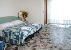 Hotel Letizia - ริมินี - ห้องนอน