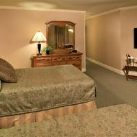 Columbus Motor Inn Guestroom