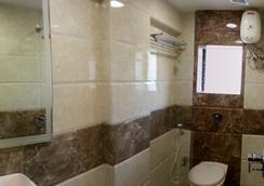 Hotel Kamran Residency - มุมไบ - ห้องน้ำ