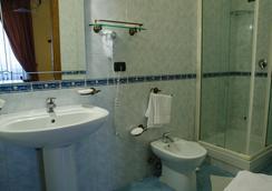 Hotel Sant'Eligio - เนเปิลส์ - ห้องน้ำ