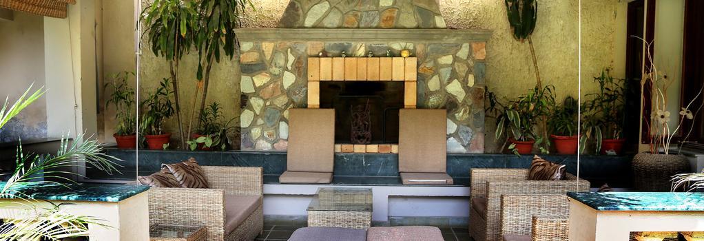 The Estate - New Delhi - Lounge