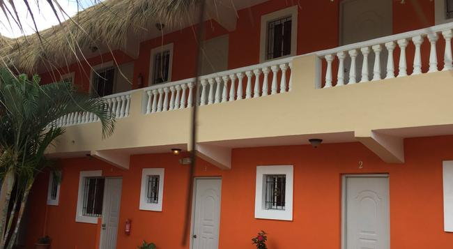 Hotel Playa Catalina - La Romana - Building