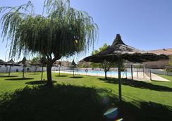 Hotel Puerta de Segovia - เซโกเวีย - สระว่ายน้ำ