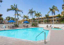 Wyndham Garden San Diego near SeaWorld - ซานดีเอโก - สระว่ายน้ำ