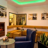 Holiday Inn Express Bremen Airport Lobby Sitting Area