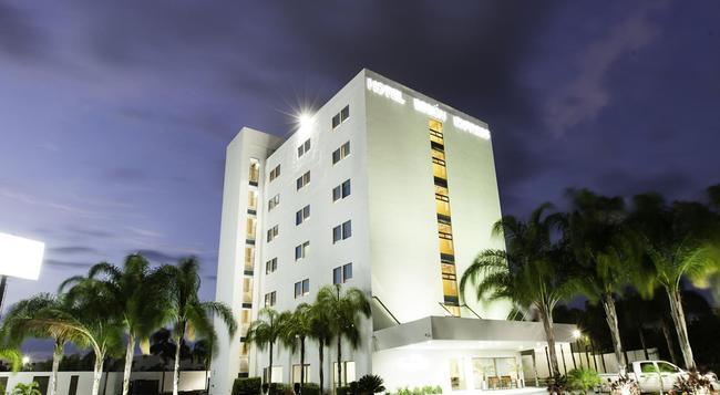 Mision Express Merida Altabrisa - Merida - Building