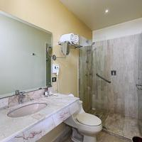 Mision Express Villahermosa Bathroom