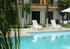 Mision Colima - โกลีมา - สระว่ายน้ำ