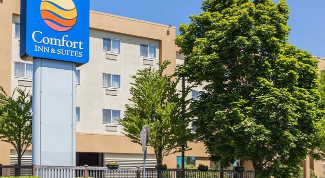 Comfort Inn & Suites - Seattle - Building