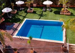 Tryp Valencia Feria - วาเลนเซีย - สระว่ายน้ำ