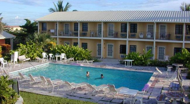 Orange Hill Beach Inn - Nassau - Building