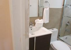 Stardust Hotel - ไมอามีบีช - ห้องน้ำ