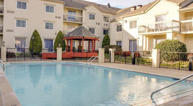 Club Hotel Nashville Inn and Suites - Nashville - Building