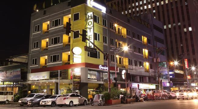 The Corporate Inn Hotel - Manila - Building