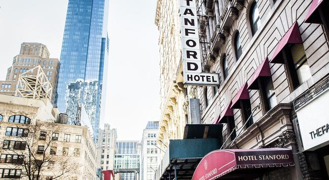 Hotel Stanford - New York - Building