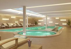 Titanic Chaussee Berlin - เบอร์ลิน - สระว่ายน้ำ